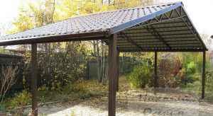 Навес с двухскатной крышей