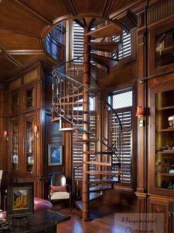 Винтовая лестница в библиотеке