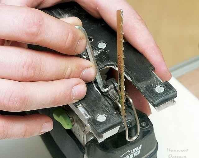 Крепление пилки для электролобзика