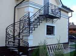 Лестница с наружи дома