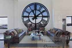Часы в интерьере гостиной