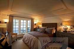 Кровать в английской спальне