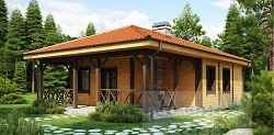 Миниатюрный дом с просторной крытой террасой