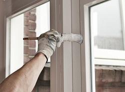 Окрашивание оконных и дверных