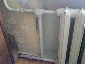 старые радиаторы с клапаном