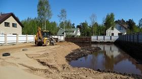 Подсыпка грунта на болотистом участке