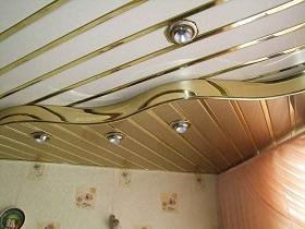 Панели из пластика на потолке